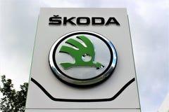 Una imagen de un logotipo del skoda - Bielefeld/Alemania - 07/23/2017 Imágenes de archivo libres de regalías