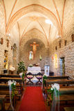 Iglesia adornada para una boda foto de archivo