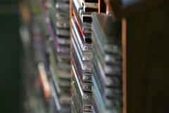 Una imagen del concepto de una colección cd - Cdes de la música fotos de archivo