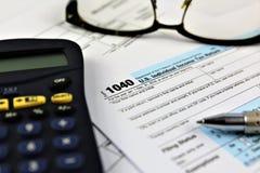 Una imagen del concepto de una forma de la declaración de impuestos foto de archivo libre de regalías