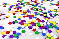 Una imagen del concepto de un partido colorido del confeti - carnaval fotos de archivo libres de regalías