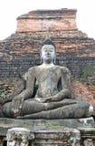 Una imagen grande de Buda que se sienta Foto de archivo