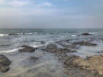 Una imagen tomada en la playa y las ondas fotografía de archivo
