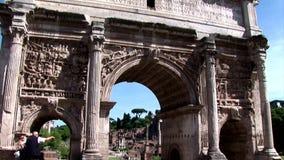 Una inclinación para arriba del arco de Septimus Severus In Rome metrajes