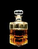 Una jarra cristalina con el whisky Imagenes de archivo