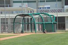 Una jaula de bateo en un campo de la práctica Imagen de archivo libre de regalías
