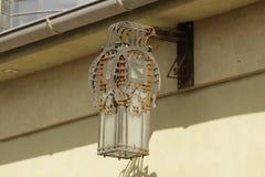 Una lámpara de calle vieja oxidada pero brillo Fotografía de archivo