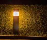 Una lámpara en el arbusto fotos de archivo