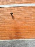 Una lampada sulla parete arancio Fotografie Stock