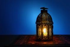 Una lanterna e un rosario Fotografie Stock Libere da Diritti