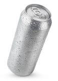 una latta di alluminio da 500 ml con le gocce di acqua Fotografie Stock