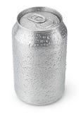 una latta di alluminio da 330 ml con le gocce di acqua Immagini Stock