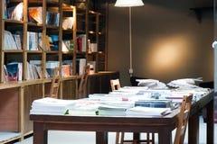Una librería moderna foto de archivo