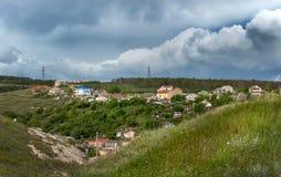 Una linea di trasmissione dell'elettricità è nel distretto di settlem Fotografie Stock Libere da Diritti