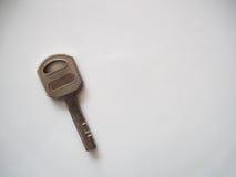 Una llave con el fondo blanco Imagen de archivo