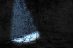 Una luce nella stanza scura immagine stock libera da diritti