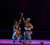 Una lucha drástica--€œLittle Worriors de la ópera de Pekín del  del family†de Yeuh's Fotografía de archivo