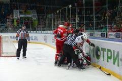 Una lucha en un juego de hockey Fotografía de archivo libre de regalías
