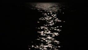 Una luna piena magnifica splende sul Mediterraneo stock footage