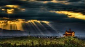 Una luz del cielo - capilla parcial - Bastia Mondovì fotografía de archivo