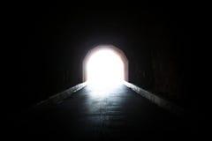 Una luz en el extremo del túnel Foto de archivo libre de regalías