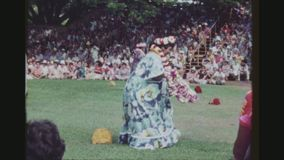 Una más vieja ejecución de los bailarines de Hula almacen de video