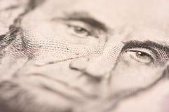 Una macro di Lincoln dei cinque Bill del dollaro Fotografia Stock