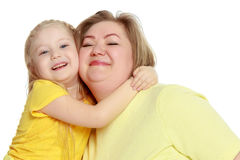 Una madre felice abbraccia sua figlia cara Fotografia Stock Libera da Diritti