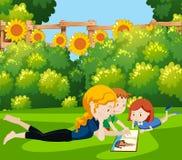 Una mamma che legge un libro ai bambini illustrazione vettoriale