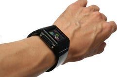 Una mano che indossa un orologio di gomma nero fotografie stock libere da diritti