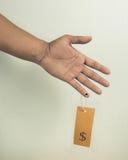 Una mano con il prezzo da pagare Immagine Stock Libera da Diritti