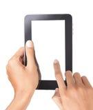 Una mano del hombre que sostiene una PC del tacto imagen de archivo libre de regalías