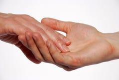 Una mano que miente en otra mano Foto de archivo libre de regalías