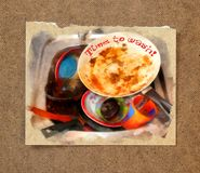 Una masa de platos sucios, asquerosos con la comida desecha esperar a ser wa Imágenes de archivo libres de regalías