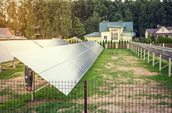 Una matrice dei pannelli solari Immagini Stock Libere da Diritti