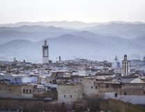 Una mattina nebbiosa sopra il Medina di Tetouan fotografia stock libera da diritti