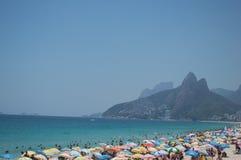 Una mattina sulla spiaggia di Ipanema fotografia stock