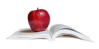 Una mela rossa sul libro Fotografie Stock Libere da Diritti