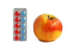 Una mela un il giorno mantiene il medico assente Fotografia Stock