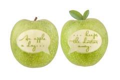 Una mela un il giorno mantiene il medico assente Immagini Stock Libere da Diritti