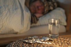 Una mentira del hombre con frío en su cama Imágenes de archivo libres de regalías