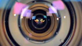 Una messa a fuoco commovente del colpo su un obiettivo aperto stock footage