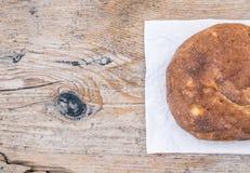 Una metà del pane fatto domestico della patata del villaggio Fotografie Stock Libere da Diritti