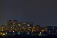 Una mirada en la ciudad nochnoy Imagen de archivo