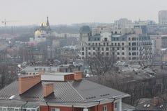 Una mirada en los tejados de Odessa, Ucrania en un día nublado Foto de archivo