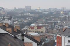 Una mirada en los tejados y las iglesias de oro de Odessa, Ucrania en un día nublado Fotos de archivo libres de regalías