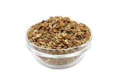 Una miscela dei cereali crudi del grano in una tazza di vetro Fotografia Stock