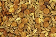 Una miscela dei grani crudi e del fondo grupy dei cereali Fotografie Stock