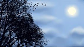 Una moltitudine di uccelli ha volato dalle filiali Fotografie Stock Libere da Diritti