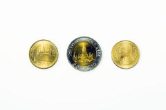Una moneta da dieci baht e due monete di baht Fotografia Stock